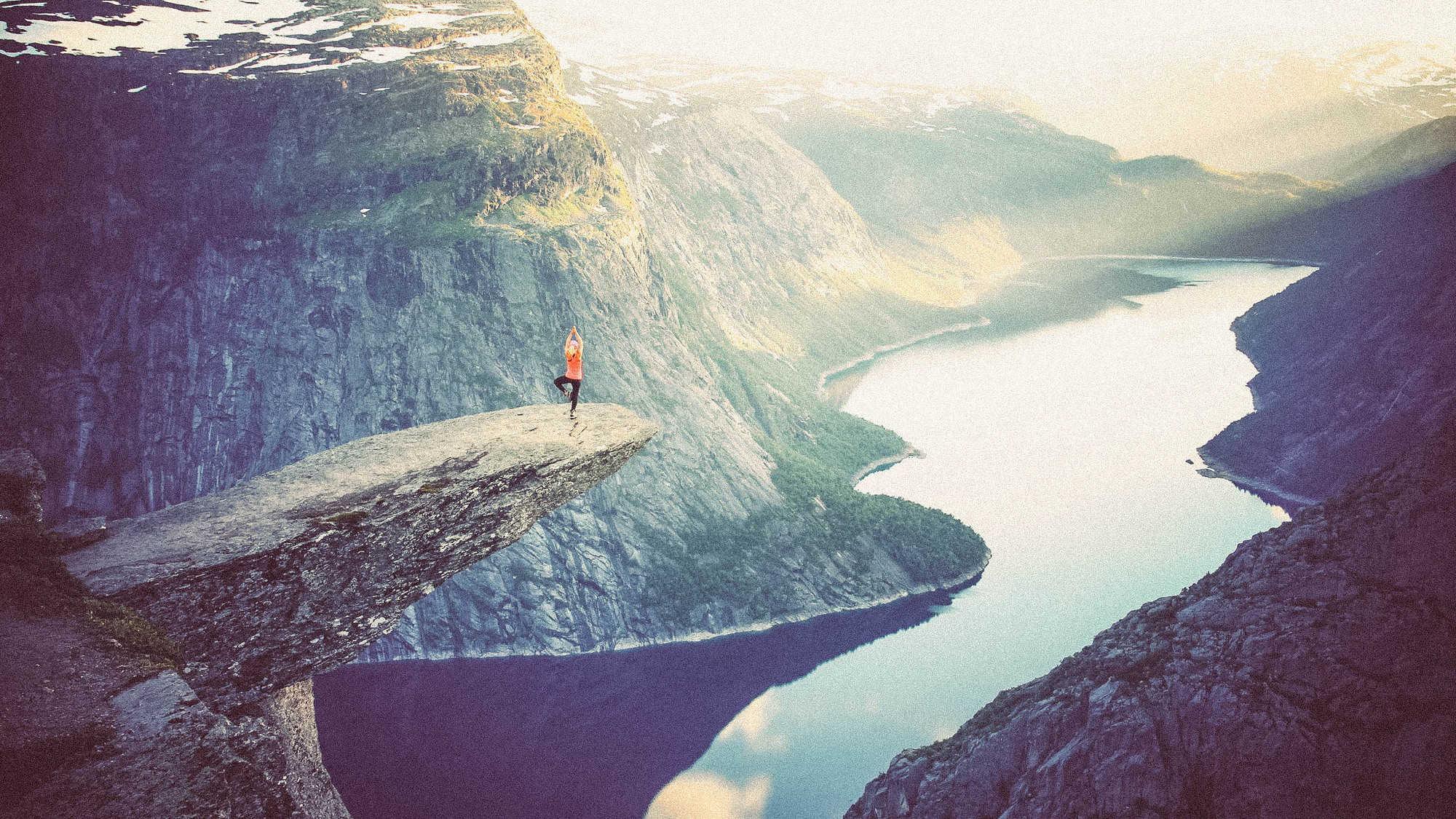 yoga-mountain-beautiful-backpacking-travel